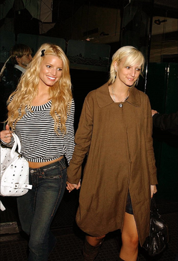 Ashlee_and_jessica_simpson