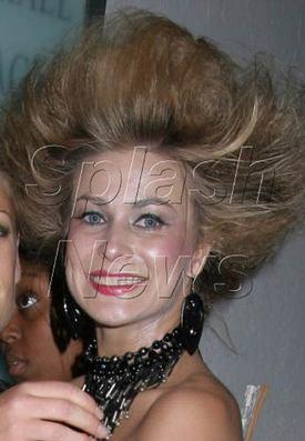 Carmen_electra_crazy_hair_02