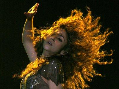 Shakira_hair_flip