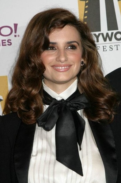 Not only does Penelope Cruz's face look like Fievel from An American Tail,